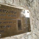 Plaque de Jean Jacques Aubry, rebouteux magnétiseur guérisseur à Montreuil-Bellay près de Saumur en Maine et Loire 49